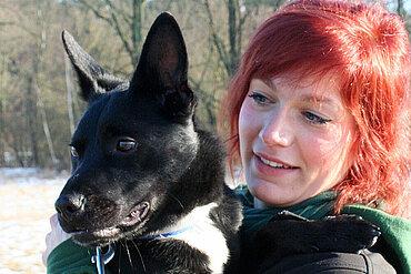 "Tierheimleiterin Julia Dittmer und ""Jojo"""
