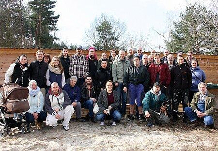 Arbeitseinsatz im Tierheim aktion tier Zossen mit 'Mopars & Coffee Berlin'